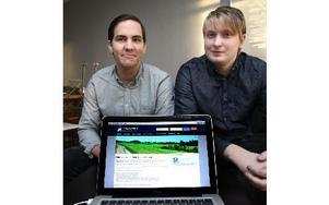 Taieb Khessib (till vänster i bild) och Alexander Arfs hoppas att deras anonyma arbetsförmedling ska ge flera arbetssökande en ärlig chans. Foto: Curt Kvicker