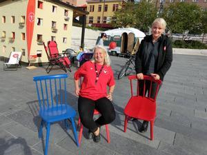 Nej någon blå stol blir det inte för Vänsterpartiet. Monalisa Norrman och Elin Hoffner toppar listan till landstingsfullmäktige i länet