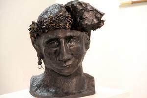 Jonny Svanberg har gjort denna gruvfaun av keramik. Missa inte att kolla mynten inne i faunens huvud! Han ställer ut i Svabensverk i augusti.