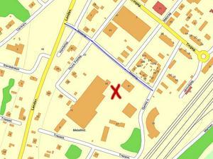 Det röda korset på kartan markerar området där den svårt skadade mannen hittades.