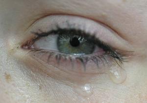 En del verkar göra allt för att undvika rynkor. Men skribenten anser att det är viktigare att våga visa känslor.
