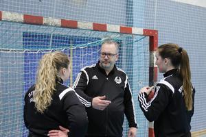 Magnus Dehlin fortsätter som tränare i Strand.