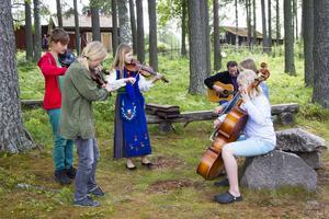 Många unga spelmän deltog i stämman. De flesta hade gått på folkmusikläger under veckan.