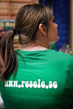 Inflyttningsgruppen dök såklart upp i sina egna t-shirts.