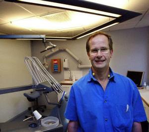 Stefan Näsman satsar på ett nytt implantatsystem. Det är inte lika etablerat som de tre dominerande märkena, men han är inte orolig för att det ska vara sämre.