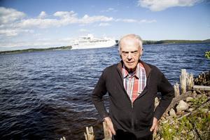 – Utansjö är en för liten ort för att ta emot så många flyktningar, tycker Erik Sjölander, boende i Utansjö som följde Ocean Galas ankomst.