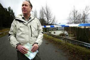 Lennart Westberg knackade dörr i Ankarsvik, men hade i går eftermiddag inte fått några avgörande vittnesuppgifter.