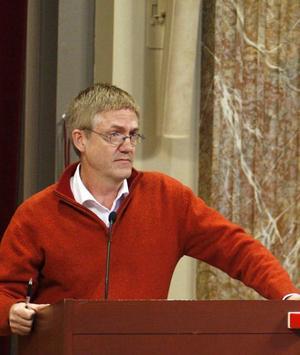 Det var folkpartisten Kent Lövgren som kom med förslaget om majoritetsstyre i fullmäktige.