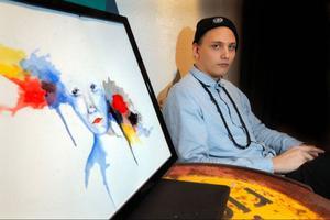 Robin Carlström ställer ut teckningar i tusch och bläck, som highlightas av akvarell på Urbn Arts ...