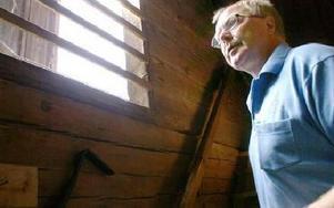 Kjell Gustafsson står i trappan i byggnaden Kornskruven. FOTO: LINNEA JOHANSSON