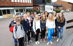 Klass 7A är övervägande nöjd med att flytta från Hälsinggårdsskolan till Haraldsboskolan. Men det är rörigt där då lokalerna fortfarande håller på att byggas om. Foto: Curt Kvicker