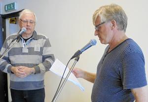 Leif Lindstrand till vänster och Bertil Helmersson berättade om tranor och deras liv vid SPF Skinnarbygds senaste möte.