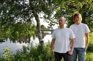 Torbjörn Andersson och Anders Stenvall Andersson gillar att fiska, men tycker att reglerna i nuläget är konstiga.