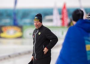 Svenne Olsson på Stadion Trud i Uljanovsk. Sverige slår Kazakstan i bronsmatchen på naturisen.