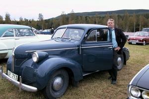 Raymond Sandqvist köpte sin Volvo Pv 60 av 1946 års modell för två år sedan. Denna modell användes av polisen och militären och nuvarande kungen fick en i 50-års-present. Det här är en lyxvagn, berättar Raymond.