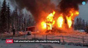 En villa i Grängesberg totalförstördes i en brand den 8 november. Bilden är hämtad från vår livesändning från branden.