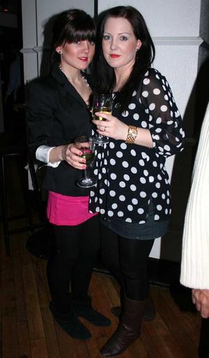 Blue Moon Bar. Lisa och Frida