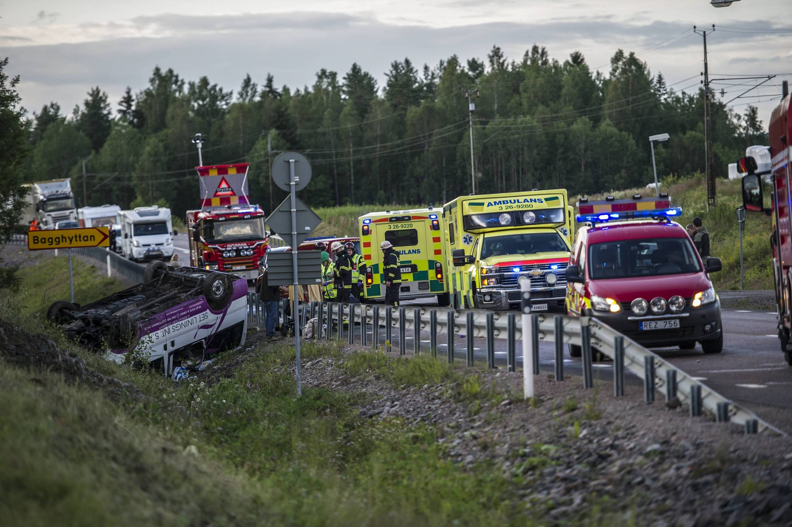 Fem skadade i minibussolycka