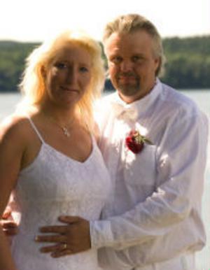 Marléne Engström och Hans Lidman har den 29 juli vigts i Hudiksvalls kommunhus. Vigselförrättare var Margareta Berg Kjellin. Paret är bördigt från Brunflo, Jämtland, och bor i Gnarp.