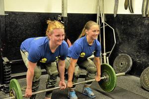 Starka. Emma Pettersson, till vänster, och Emma Johansson tävlar båda i styrkelyft och är bland de bästa i världen i sina klasser.Foto: Emilie Pless