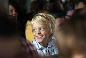 Filip har klarat av sitt första år i skolan och nu väntar sommarlovet.