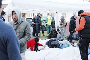 Två ambulanser och polis kallades till gräsmattan utanför Migrationsverket där sex afghaner hungerstrejkar för att slippa bli utvisade till hemlandet.