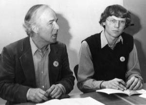 Förre VPK-ledaren C H Hermansson och socialdemokraten Rolf Hansson, uttrycker sitt motstånd mot kärnkraft vid en presskonferens i Söderhamn år 1980.