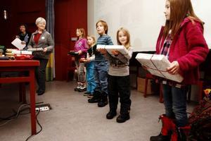 Tävlingen är uppdelad i tre olika åldersklasser. På bilden får barn från åldrarna sju till tio år får ta emot pris.