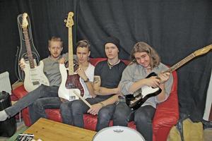 Det namnlösa bluesbandet  från Hedemora har vuxit upp med bluesjamkvällar. Från vänster i bild syns Dag Weigel, Elias Hammare, Johathan Ekvall och Calle Gustavsson.