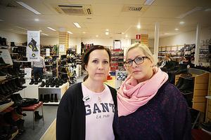 Jenny Höglund och Marielle Lundberg har arbetat i butiken sedan Nordlanders skor öppnade.