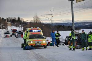 Olyckan inträffade när minibussen skulle köra över järnvägsövergången.
