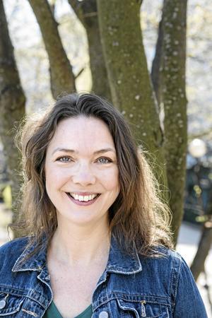 Komikern och skådespelaren Anna Blomberg fyller 45 år.