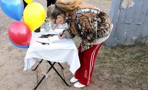 Yvonne Österstrand var en av flera som skrev i kondoleansboken.