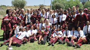 Under en dag under vistelsen i Sydafrika besökte man Tsotselesto high school, som är Sydafrikas bäst presterande skola.