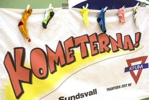 Under lördagen var det internationella Downs syndrom-dagen. Det uppmärksammades på Kometencupen genom att man hängde upp olika strumpor som en del i kampanjen