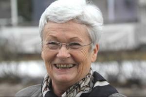Sjuksköterskan Karin Brännström, 65 år, leder fotbollen i Bergsjö. förutom BIF håller hon på allsvenska Giffarna.