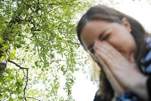 Bland barn och ungdomar i Sverige är allergisjukdom den vanligaste kroniska sjukdomen. Hur många som drabbas blir plågsamt tydligt nu när pollensäsongen är här, skriver debattförfattarna.