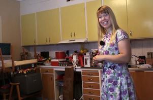 I gamla 50-talsköket förvarar Yvonne sina loppisfynd.