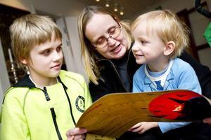 Adam Temmel, tolv år, kom från Östersund tillsammans med mamma Carina och lillebror Turbo, tre år, bara för att gå på Järnvägsmuseets spökjakt. Turbo har ett mycket starkt intresse för tåg.