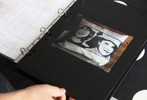 Här har Elin vävt utifrån ett fotogragi på sina systerdöttrar.