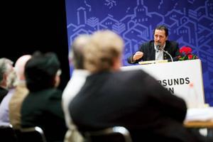 Debatten om arenan gick hård och kommunalrådet Jens Nilsson (S) kallades bland annat för konfrontationspolitiker.