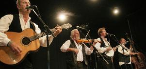 Iggesundsgänget lades ner 2003, men populariteten består. Janne Krantz, Nisse Damberg, Robert Damberg och Sören Söderlund uppträdde på Älvstagården.