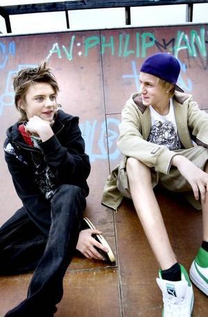 David Källström och Tobias Rommedahl brukar åka skateboard i rampen.