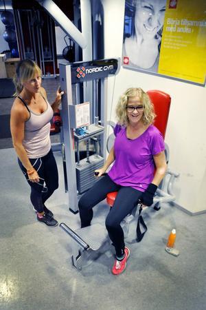 Även Annas kompis och träningskamrat Jessica Sjödin har ont i kroppen. Hon är överrörlig.