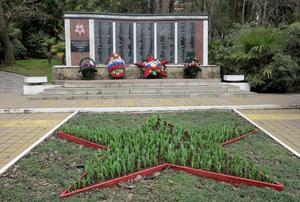 Krigsveteraner från andra världskriget har en egen minnesplats i Chosta. Snyggt och välvårdat.