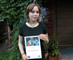 Stolt. Michelle Holm visar sitt diplom. Foto:Lovisa Svenn