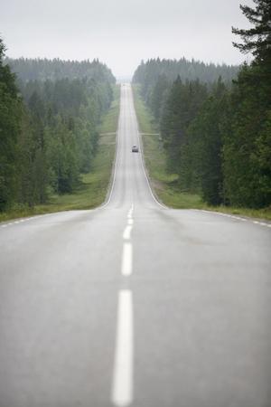 C vs MP: Centerpartiet satsar på fler vägar och nya miljöbilar. Miljöpartiet jagar bilisterna och motarbetar nya vägsatsningar i städerna och på landsbygden, skriver Mikael Palmqvist.  foto: scanpix