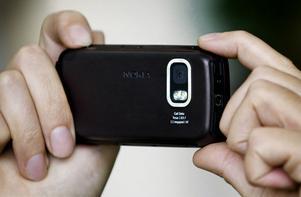 Mobilkameran kan användas för att kränka vilket alltid är ett brott, skriver Mikael.