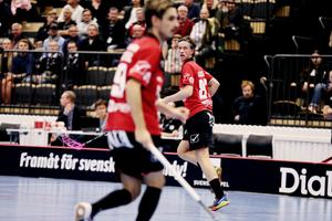 Örebro Innebandy vann mot Höllviken borta och Hannes Karlsson låg bakom assisten till Simon Jirebecks avgörande 5–4-mål i förlängningen.