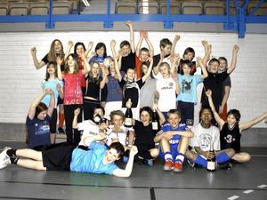 Sexorna på Kanalskolan vann finalen i Fair Play Trophy. Nu har de chans att få åka och träffa landslaget i fotboll i Stockholm. BILD: FREDRIK JAKOBSSON